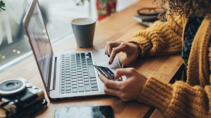 STUDIU: Dependenţa de cumpărăturile online este o afecţiune mintală