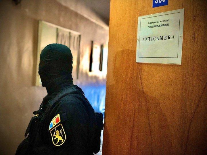 PERCHEZIŢII privind DOSARUL AUTOBUZELOR. Ce au ridicat oamenii legii în urma descinderilor şi ce riscă suspecţii