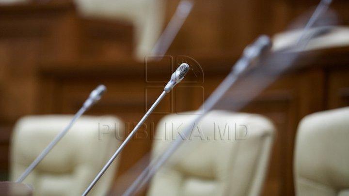 Parlamentul se va întruni în şedinţe plenare pe 5 şi 6 decembrie