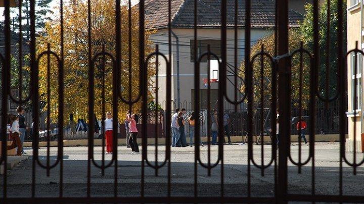 O elevă din Bălți le-a povestit părinților că un necunoscut i-ar fi făcut propuneri indecente. Motivul i-a șocat pe toți