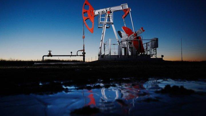 Preţul petrolului scade din nou din cauza temerilor privind ameninţările la redresarea economiei globale