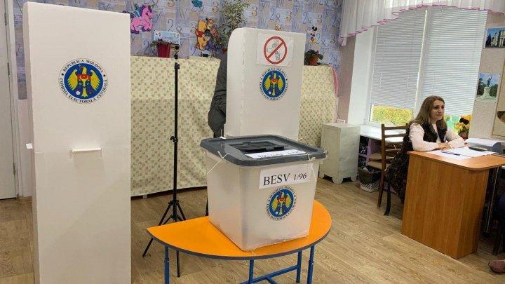 În Capitală au fost anulate buletine de vot înainte de închiderea secției de votare