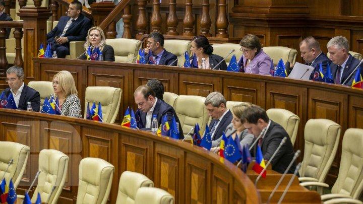 DECLARAŢII înainte de şedinţa Parlamentului: PDM nu a decis dacă va vota Guvernul Chicu
