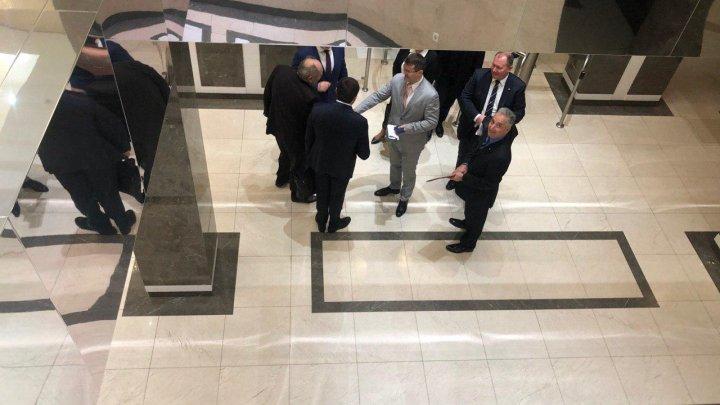 Membrii Guvernului Chicu au venit la Parlament (VIDEO)
