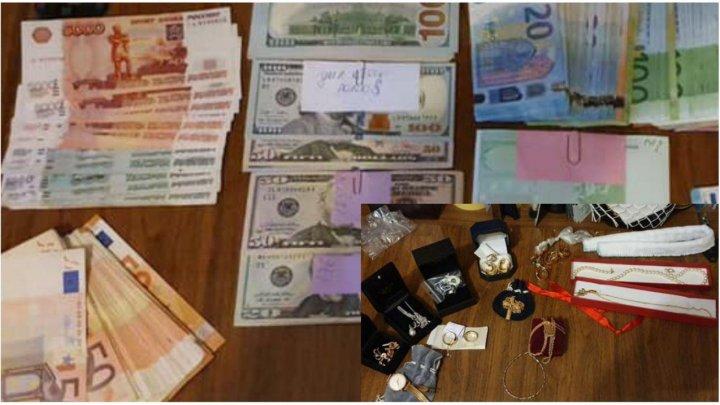 Zeci de mii de euro şi un adevărat tezaur, descoperite în casele şi birourile medicilor legişti. DETALII impresionante despre percheziţiile CNA