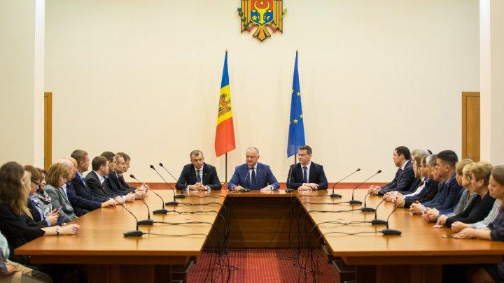 Premierul Ion Chicu a prezentat noii miniștri colectivelor de muncă şi a explicat ce înseamnă un Guvern tehnocrat