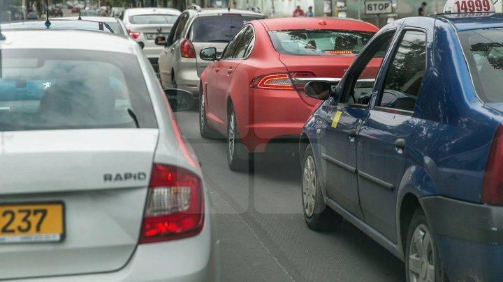 InfoTrafic: Străzile pe care SE CIRCULĂ CU DIFICULTATE în Capitală