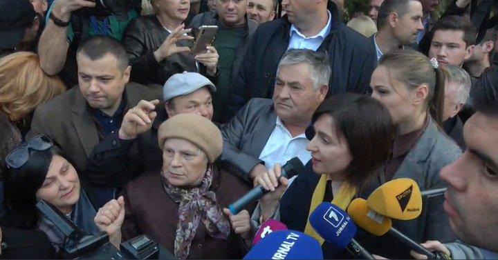 Protest la Parlament pentru susţinerea Maiei Sandu: Noi nu cedăm, luptăm pentru justiţie corectă (VIDEO/FOTO)