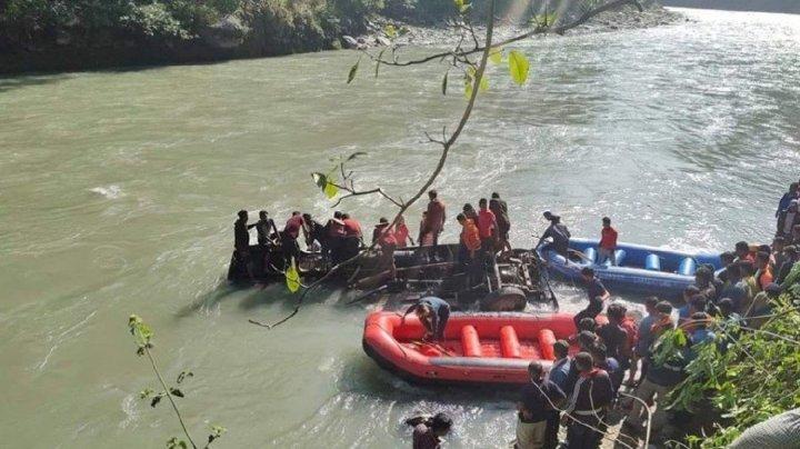 Accident cutremurător în Nepal. Cel puțin 17 oameni au murit, după ce un autobuz a derapat pe un defileu muntos