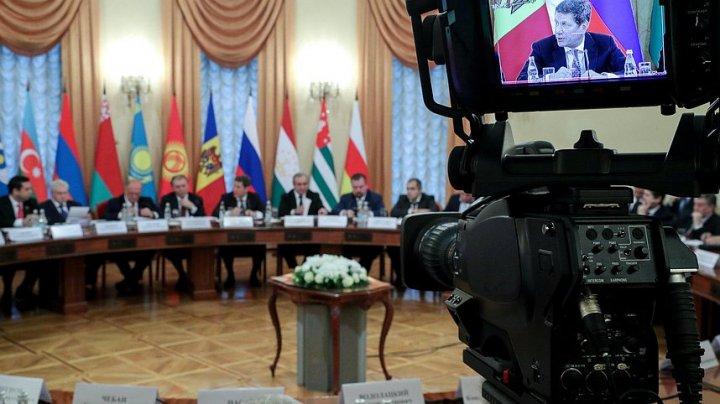 Steagul unei regiuni separatiste, la un eveniment la Moscova, la care au participat doi deputaţi PSRM