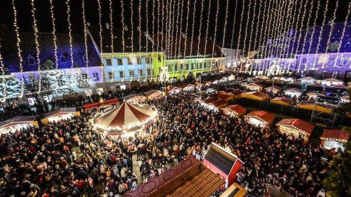 VIN SĂRBĂTORILE. La Sibiu a fost inaugurat Târgul de Crăciun