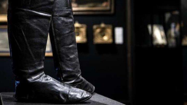 O pereche de cizme purtate de Napoleon I a fost vândută în cadrul unei licitaţii cu peste 117 mii de euro