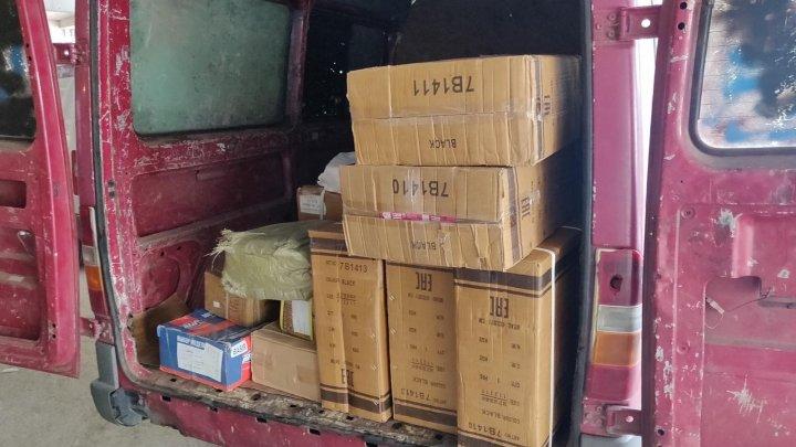Un lot de mărfuri de circa jumătate de milion de lei, fără acte de proveniență, depistat de vameşi