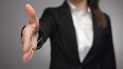 Îşi unesc forţele pentru a dezvolta afaceri profitabile. 100 de antreprenoare şi-au dat întâlnire în cadrul unui atelier de lucru
