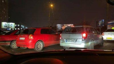 Accident în Capitală. Două maşini s-au ciocnit în apropiere de Circ (FOTO)
