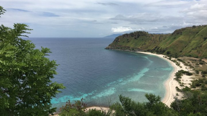 O insulă izolată foloseşte o tehnologie ce transformă lumina solară şi aerul în apă potabilă
