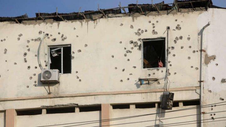 Cel puţin 11 oameni, inclusiv cinci militanţi, au murit într-un atac asupra unui hotel din capitala somaleză Mogadiscio