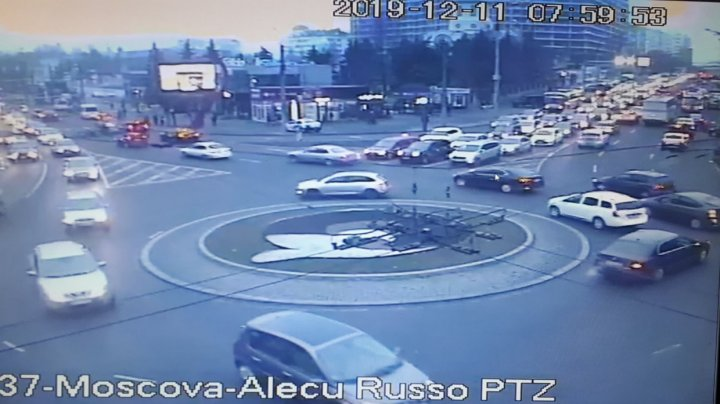 InfoTrafic: Haos pe străzile din Capitală. Accident matinal în sectorul Buiucani (FOTO)