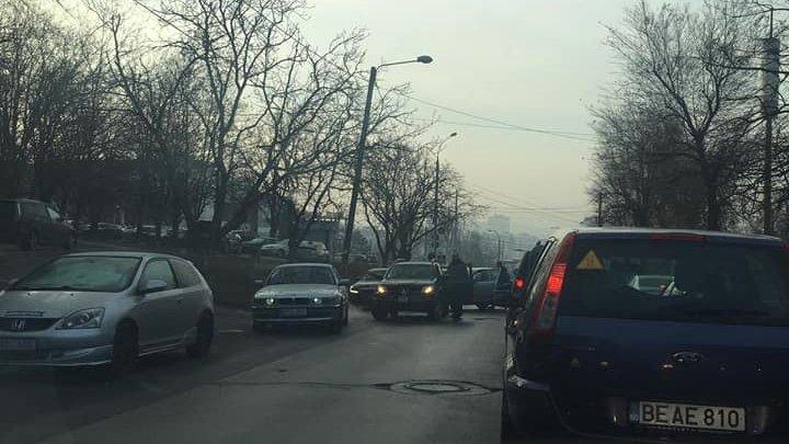 Accident în sectorul Rîșcani al Capitalei. În zonă s-a format ambuteiaj (FOTO)
