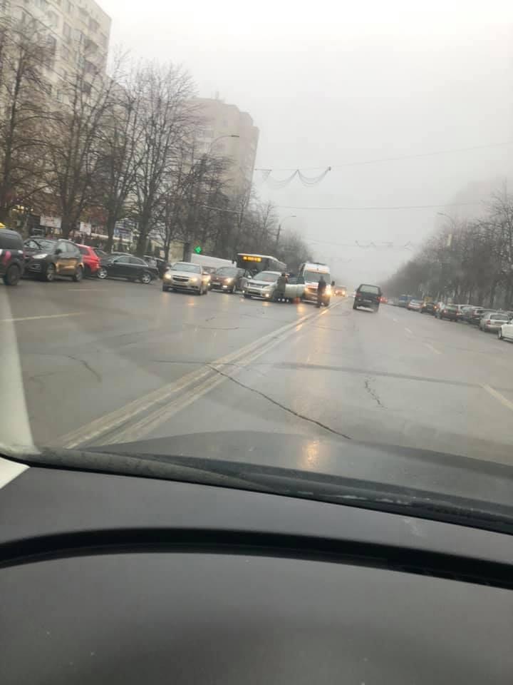 STOP CARDIAC LA VOLAN. Un șofer de 58 de ani a murit pe o stradă din Capitală (FOTO/VIDEO)