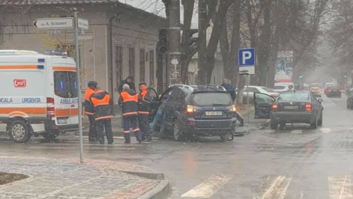 Accidentele se țin lanț în Capitală. Mai mulți oameni au ajuns la spital, în ultimele 24 de ore