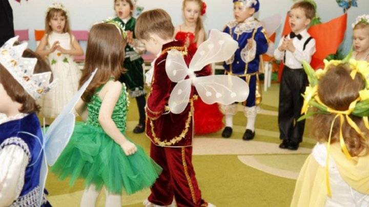 Peste 30 mii de copii de la grădinițele din Capitală vor primi cadouri la matineele de Crăciun și Anul Nou