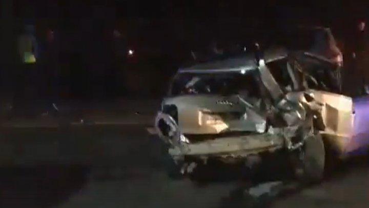 Trei maşini avariate, în urma unui IMPACT VIOLENT la ieşirea din Străşeni. Cum s-a produs accidentul (VIDEO)