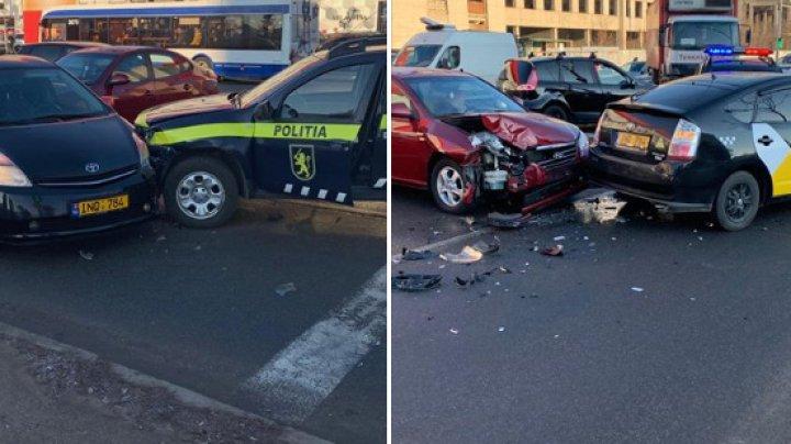 HAOS pe o stradă din Capitală, în urma unui ACCIDENT ÎN LANŢ. A fost implicată şi o maşină a poliţiei (FOTO)