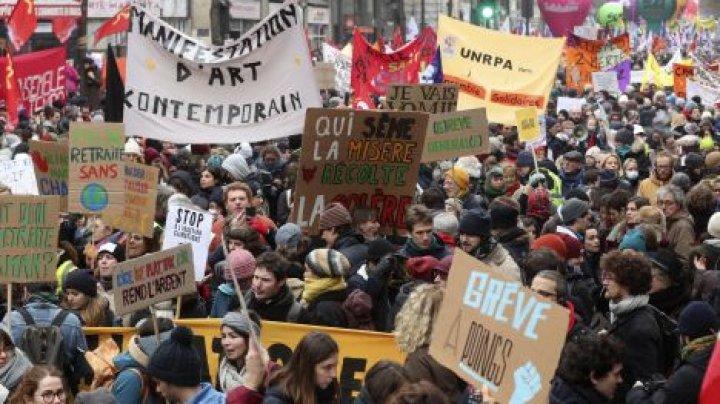 Franţa: Sute de mii de manifestanţi din nou în stradă împotriva reformei pensiilor