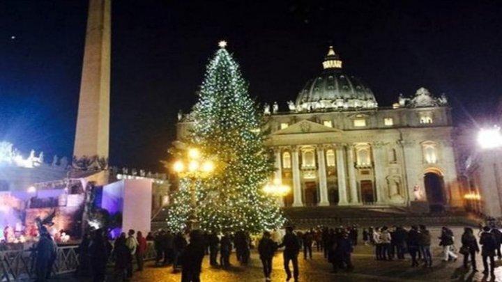 Seară magică la Vatican. Au fost aprinse luminițele de Crăciun