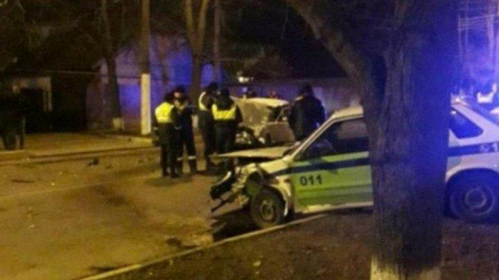Accident violent la Dubăsari. Un autoturism s-a ciocnit frontal cu o maşină a poliţiei