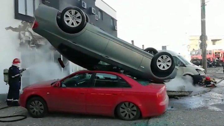 Explozie la o benzinărie din Galați. Mai multe mașini au fost aruncate în aer (VIDEO)