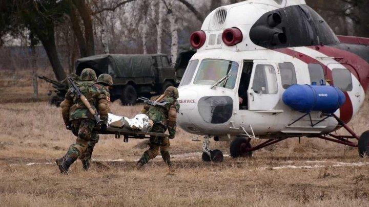 Militarii, în acţiune. La Bălţi au avut loc tunuri antitanc, aruncătoare de grenade şi evacuarea răniţilor cu elicopterul (FOTO)
