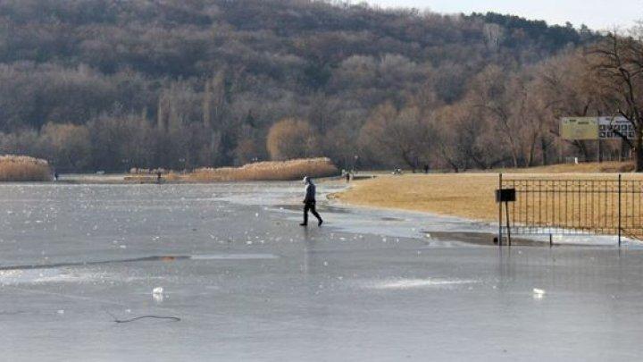 Meteorologii avertizează: Pe râuri se formează gheaţă subţire, ieşirea pe ea prezintă pericol