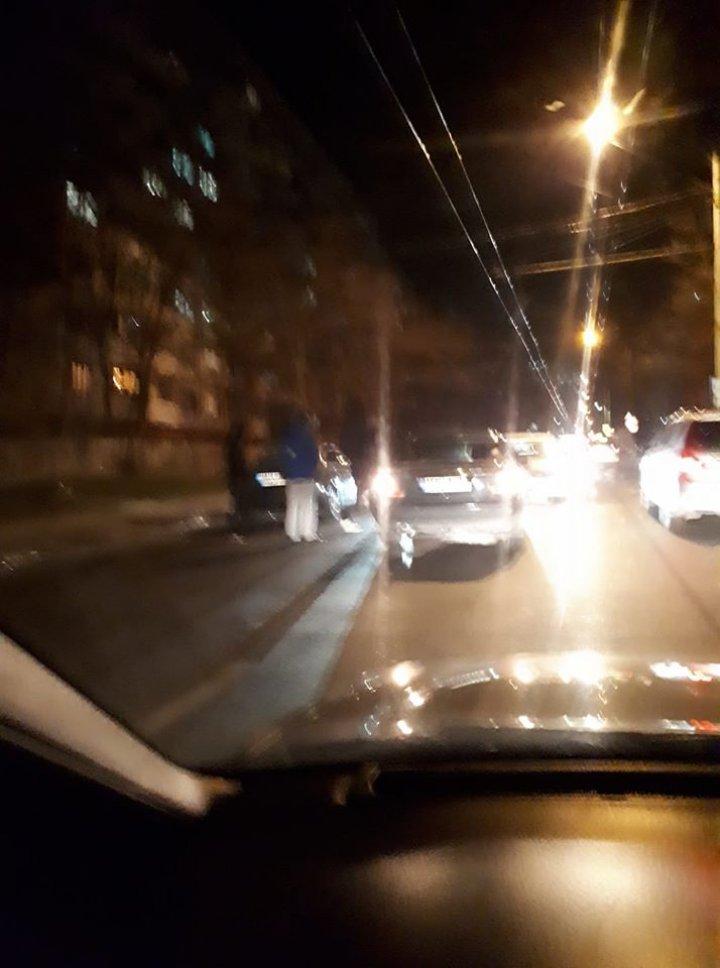 Încă un accident în Capitală. Două mașini, avariate pe strada Hristo Botev (FOTO/VIDEO)