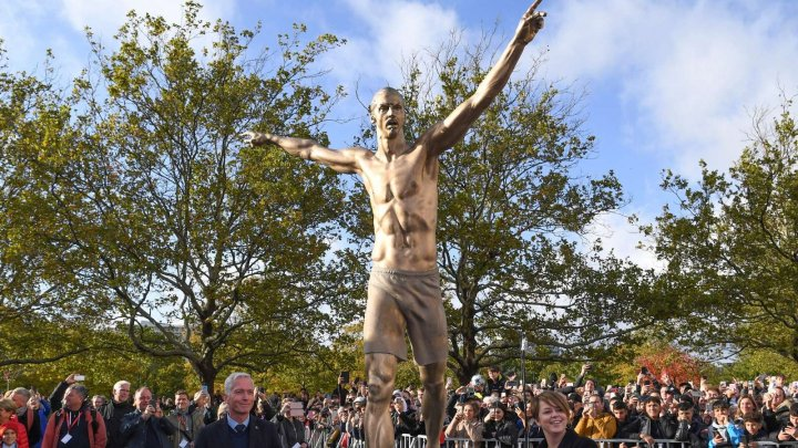 """Statuia lui Zlatan Ibrahimovic, ţinta unor vandali: """"Cineva a încercat să taie picioarele cu fierăstrăul"""""""
