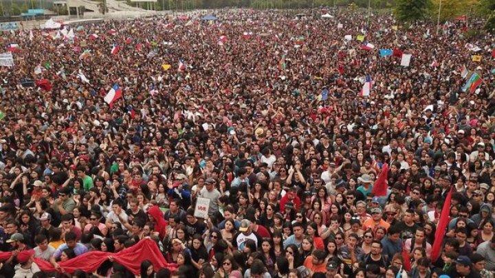 Chile: Mii de manifestanţi în cea de-a 50-a zi de criză socială