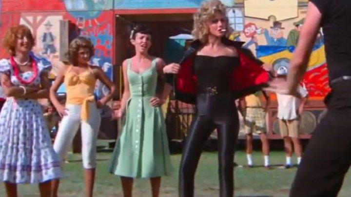 """Olivia Newton-John şi-a primit înapoi costumul din """"Grease"""", vândut la licitaţie"""