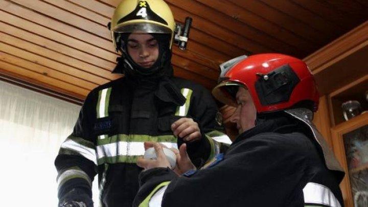 O casă protejată, o viaţă salvată. Peste 230 de detectoare de fum au fost instalate în casele oamenilor