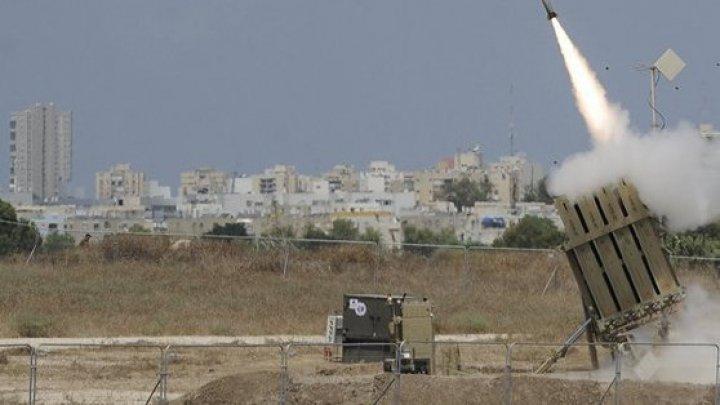 Cel puțin nouă persoane au murit și 21 au fost rănite în urma unui atac cu rachetă la o paradă militară din Dhale