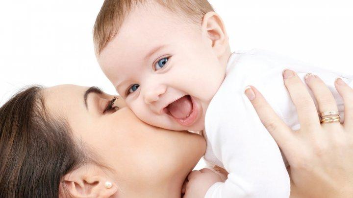 Una din patru femei din SUA se întorc la muncă în mai puțin de 10 zile după naștere