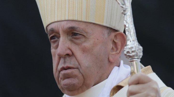 Papa Francisc a făcut apel către credincioşi să împartă avuţia nu să acumuleze, în mesajul de începere a Postului Paştelui Catolic