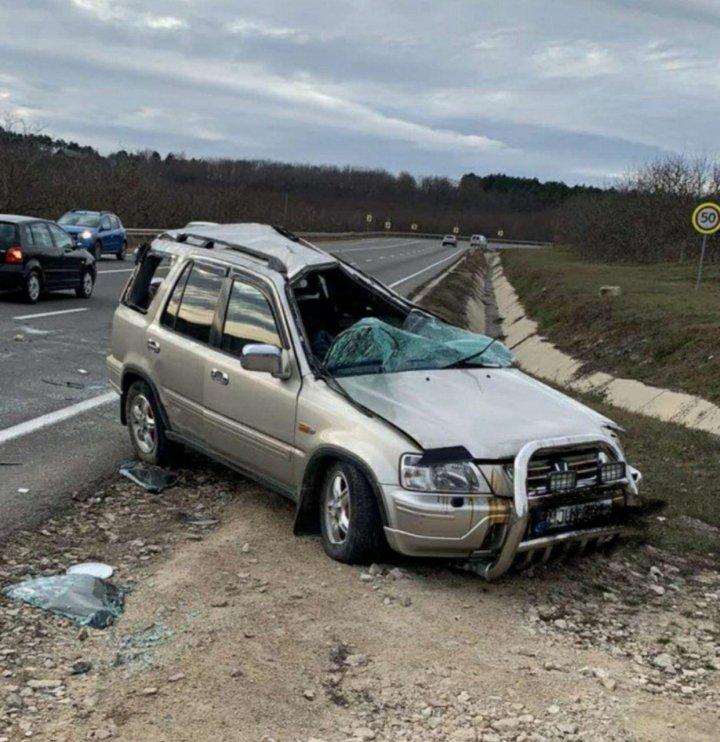 ACCIDENT GRAV pe şoseaua Orhei-Chişinău. O maşină, răsturnată (FOTO/VIDEO)