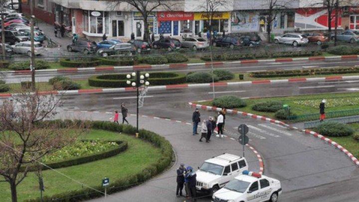 Bărbat încătușat şi amendat în timpul paradei de Ziua Națională la Ploiești
