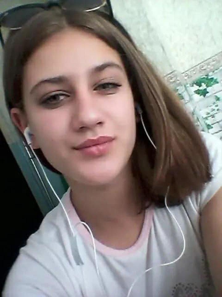 ALERTĂ: O fetiţă de 14 ani din Capitală A DISPĂRUT FĂRĂ URMĂ. Copila, căutată cu disperare de părinţi (FOTO)