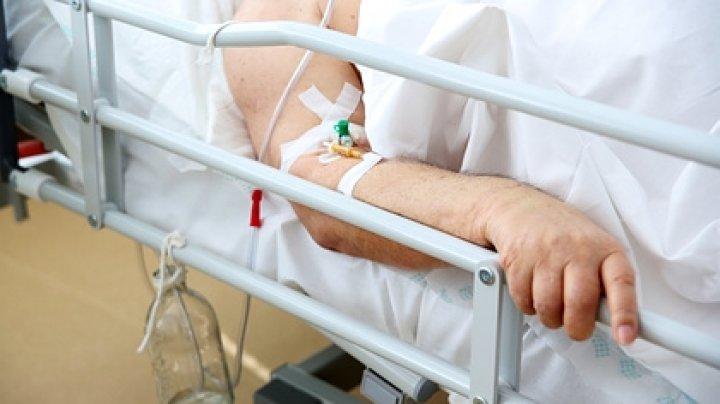 DETALII NOI în cazul bătrânului ALUNGAT din spital. Ce spune soția, dar și medicii