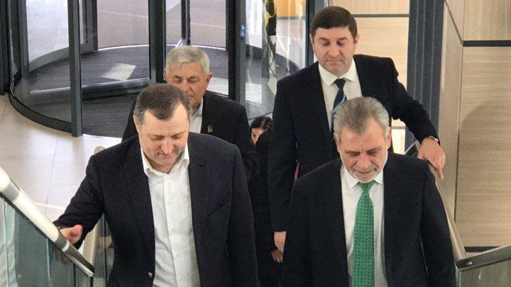 Vlad Filat a venit la Consiliul Politic Național al PLDM. Cum a fost acesta întâmpinat de foști colegi de partid (FOTO)