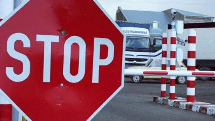 IMPORTANT pentru călători. CIRCULAŢIE SISTATĂ la punctele de trecere ucrainene de la frontiera cu Moldova