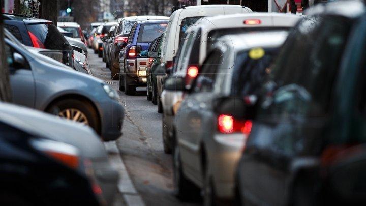 InfoTrafic: ATENŢIE! În Capitală pe partea carosabilă și trotuare pe alocuri se înregistrează ghețuș