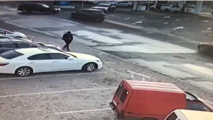 Accident pe strada Socoleni din Chişinău. Momentul, surprins de camerele VIDEO